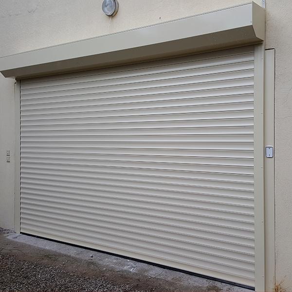 porte de garage en alu blanc